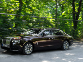 driven:-2021-rolls-royce-ghost-extended-is-a-baby-phantom-with-big-ambitions