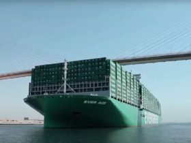 world's-largest-container-ship-successfully-passes-through-the-suez-canal