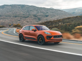 first-drive-review:-2022-porsche-macan-and-macan-s-emphasize-the-drive
