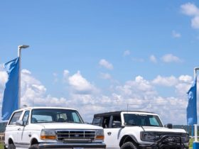 ford-expert-owns-modified-old-and-new-broncos,-1995-xlt-and-2021-badlands-get-compared