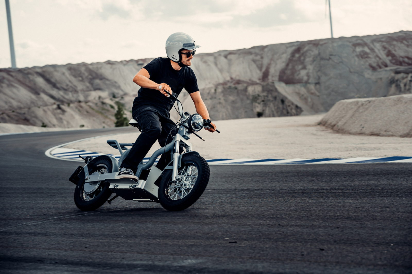cake-rolls-out-durable-makka-electric-scooter,-designed-for-urban-riding