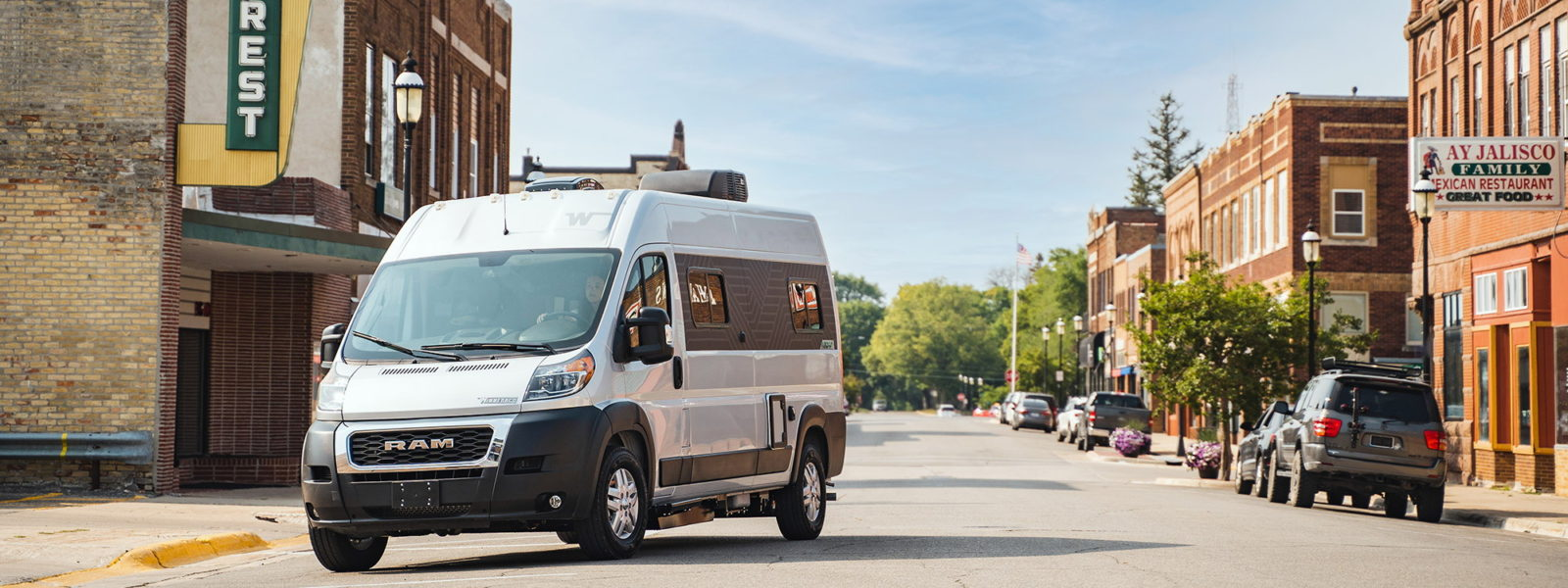 new-winnebago-roam-compact-rv-for-extra-accessibility-redefines-freedom-of-travel