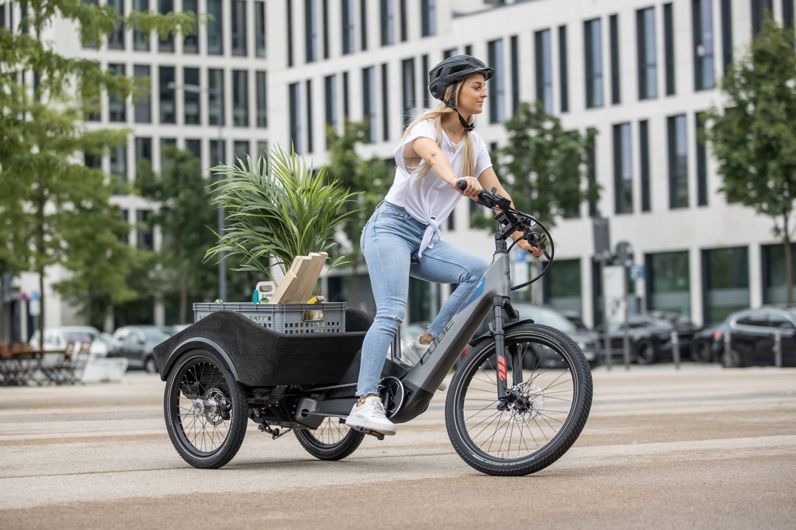 cube-and-soflow-to-make-bmw-designed-e-scooter-and-three-wheeled-cargo-bike