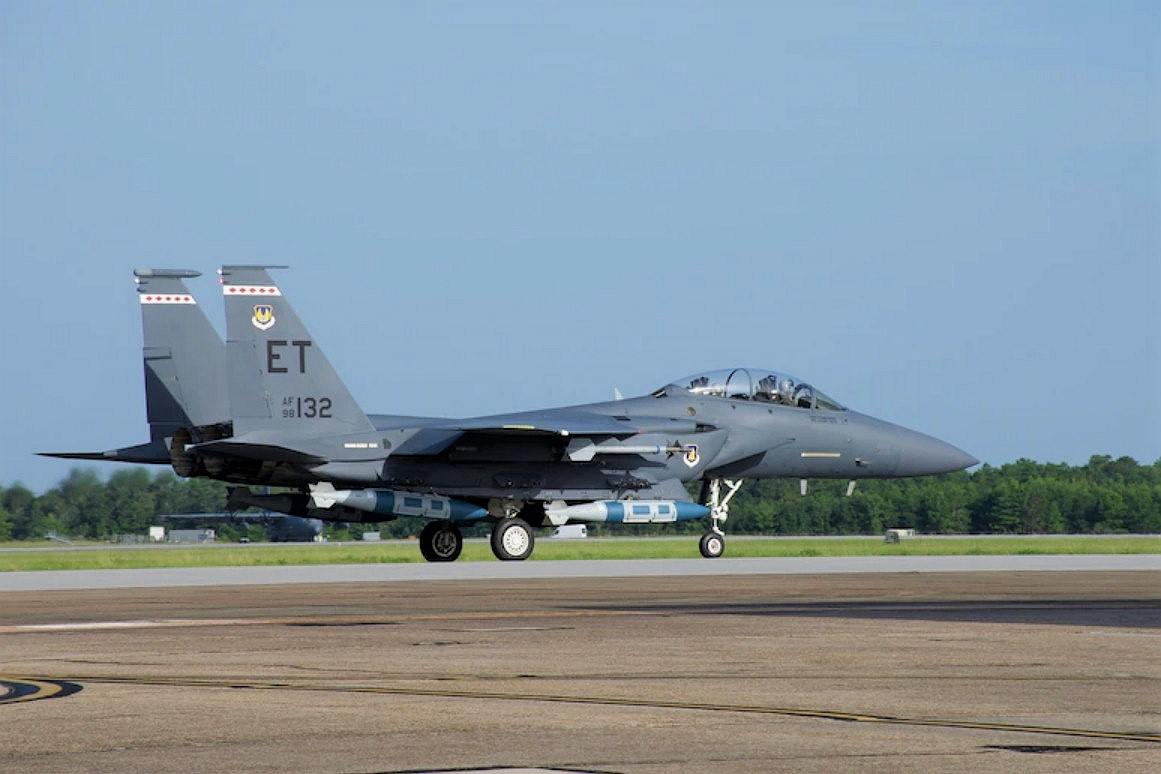 f-15e-strike-eagle-looks-menacing-all-loaded-with-upgraded-precision-guided-bombs