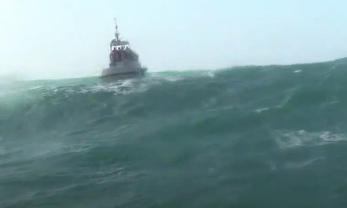 """us.-coast-guard-heavy-weather-boat-training-video-is-how-""""awesome""""-looks-in-action"""