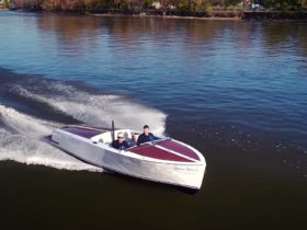 bruce-22-electric-boat-sets-new-speed-record,-flies-on-the-water-at-49-mph