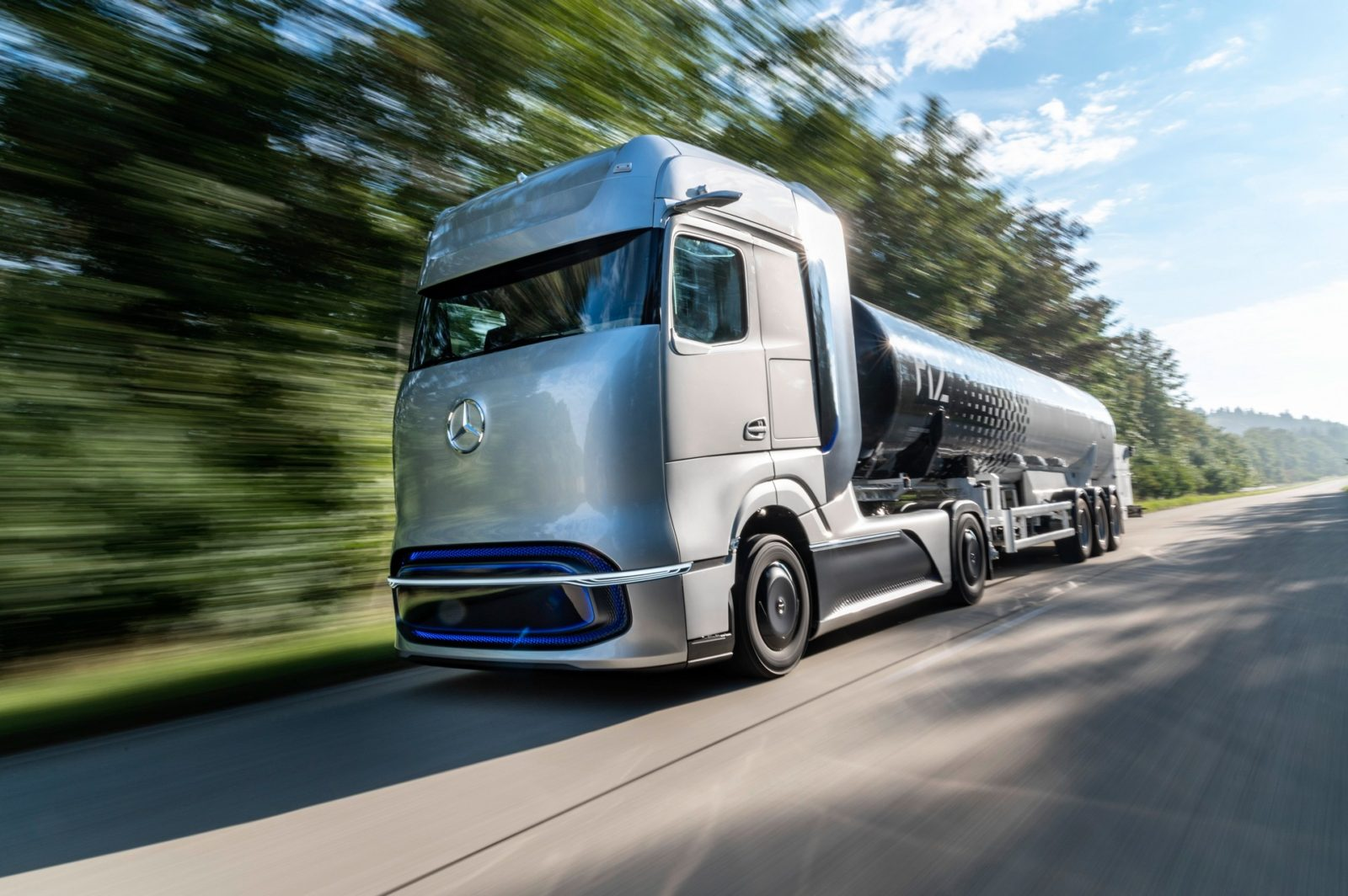 mercedes-benz-genh2-truck-might-be-the-biggest-visual-let-down-in-automotive-history