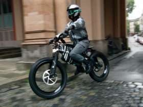 bmw-motorrad-vision-amby-breaks-the-norm-with-striking-design-and-advanced-tech