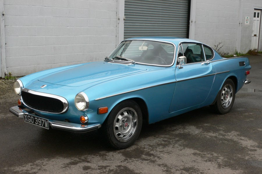 the-volvo-p1800-melds-the-style-of-the-italians-with-the-practicality-of-the-swedes