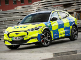 ford-mustang-mach-e-tries-out-for-british-police-force-in-standard-range-awd-spec