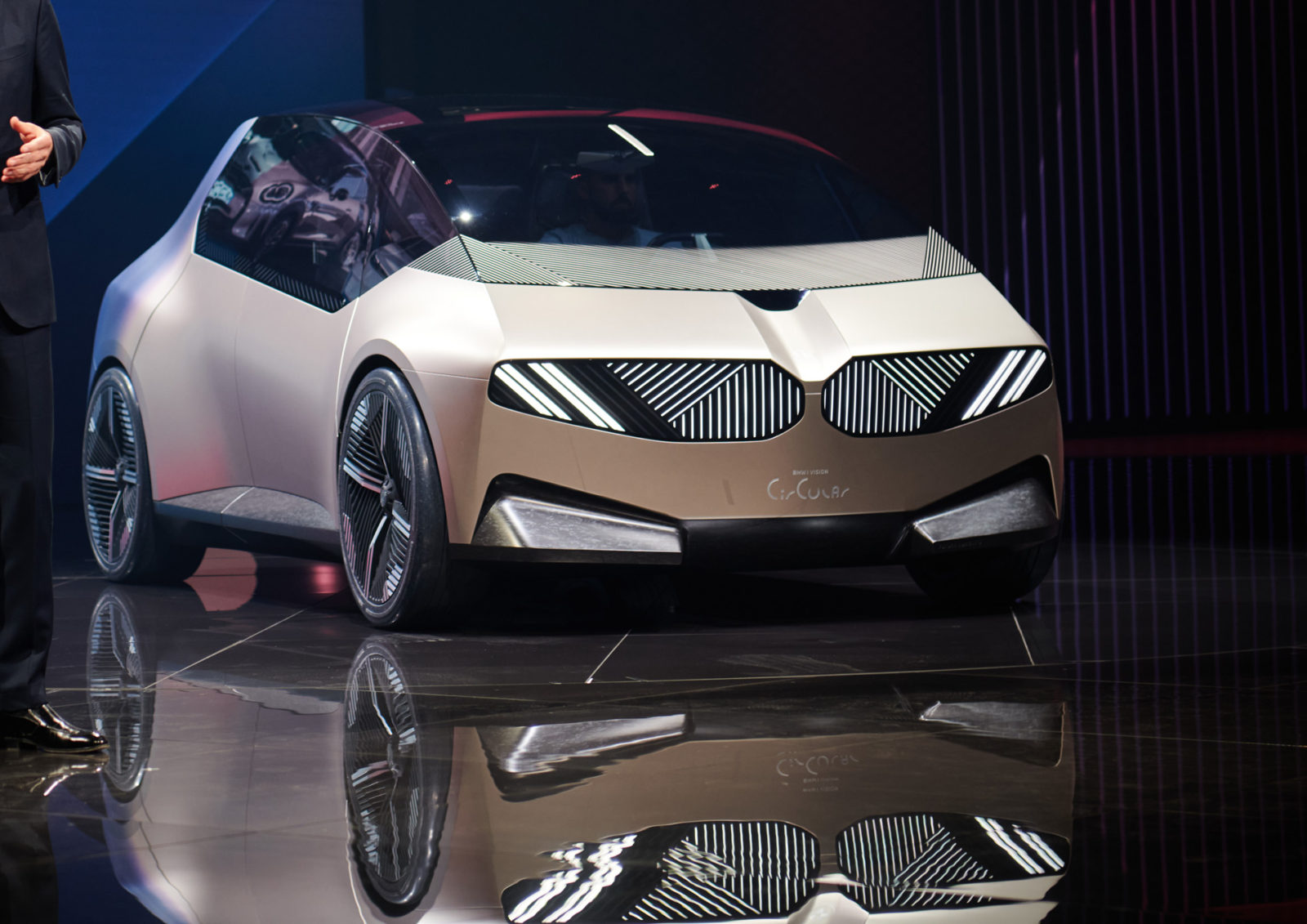 bmw-i-vision-circular-concept-is-100%-recyclable