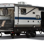 american-wolf-pack-gold-is-homey-toy-hauler-with-everything-needed-for-adventures