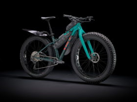 trek-unleashes-2022-fat-tire-farley-family-machines-capable-of-all-season-riding