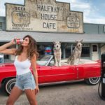 cindy-crawford-doesn't-age,-but-she-does-change-cars.-still-drinks-pepsi