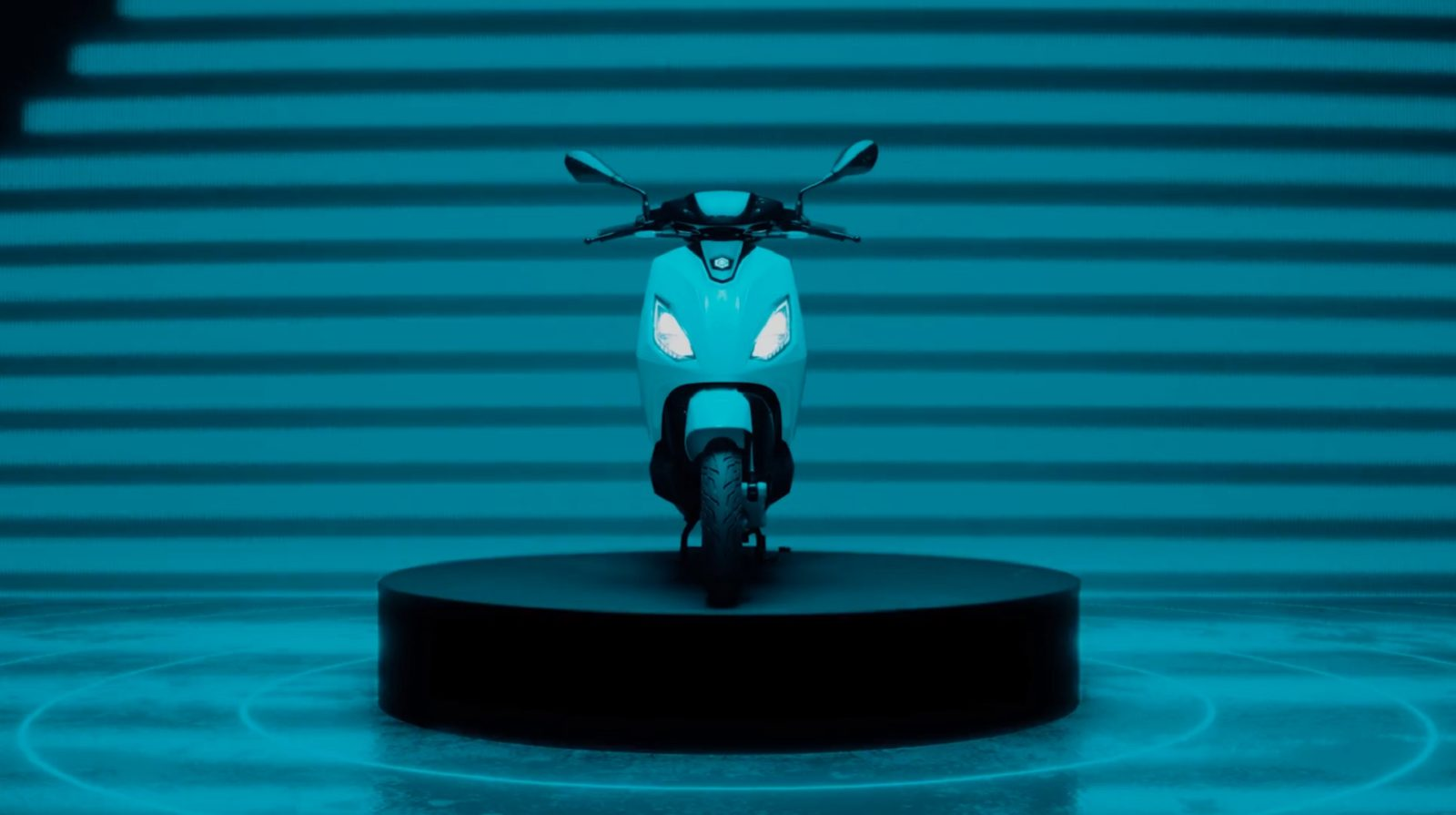 piaggio-1-e-scooter-finally-hits-the-market,-it-aims-to-please-the-youngsters