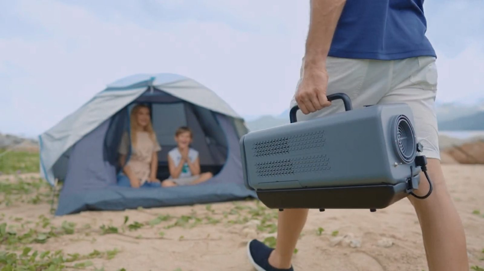 portable-air-conditioner-has-it-all,-also-works-as-a-flashlight-and-a-bluetooth-speaker
