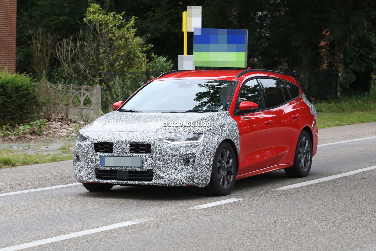 2022-ford-focus-st-estate-spied-with-minimal-changes,-looks-almost-ready-for-debut