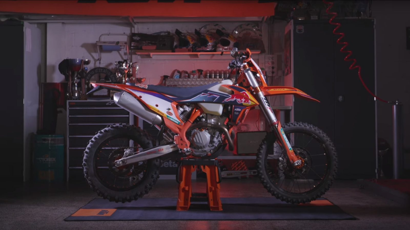 ktm-announces-2022-350-exc-f-with-factory-racing-treatment,-is-ready-to-tackle-any-terrain