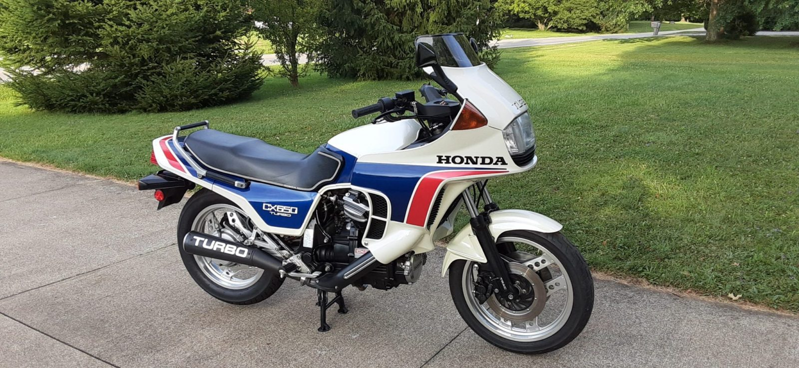 1983-honda-cx650-turbo-sits-on-upgraded-suspension-and-dunlop-footwear