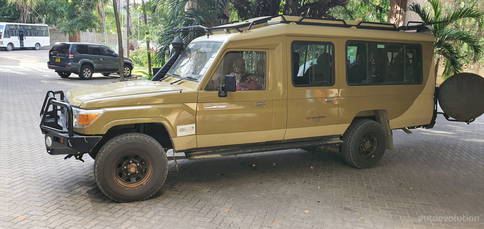 i-had-the-time-of-my-life-driving-a-toyota-land-cruiser-safari-4×4-in-the-african-bush