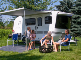 live-the-american-dream-in-a-simple-but-road-worthy-sol-horizon-travel-trailer