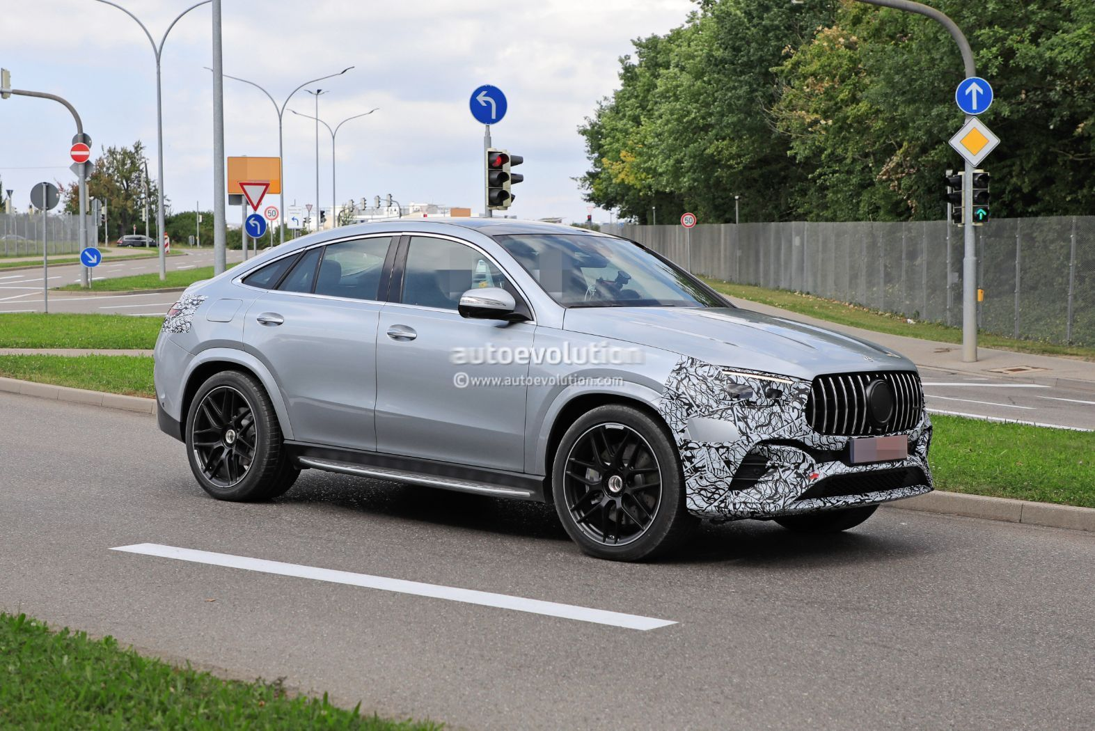 2023-mercedes-amg-gle-53-coupe-facelift-could-get-more-power