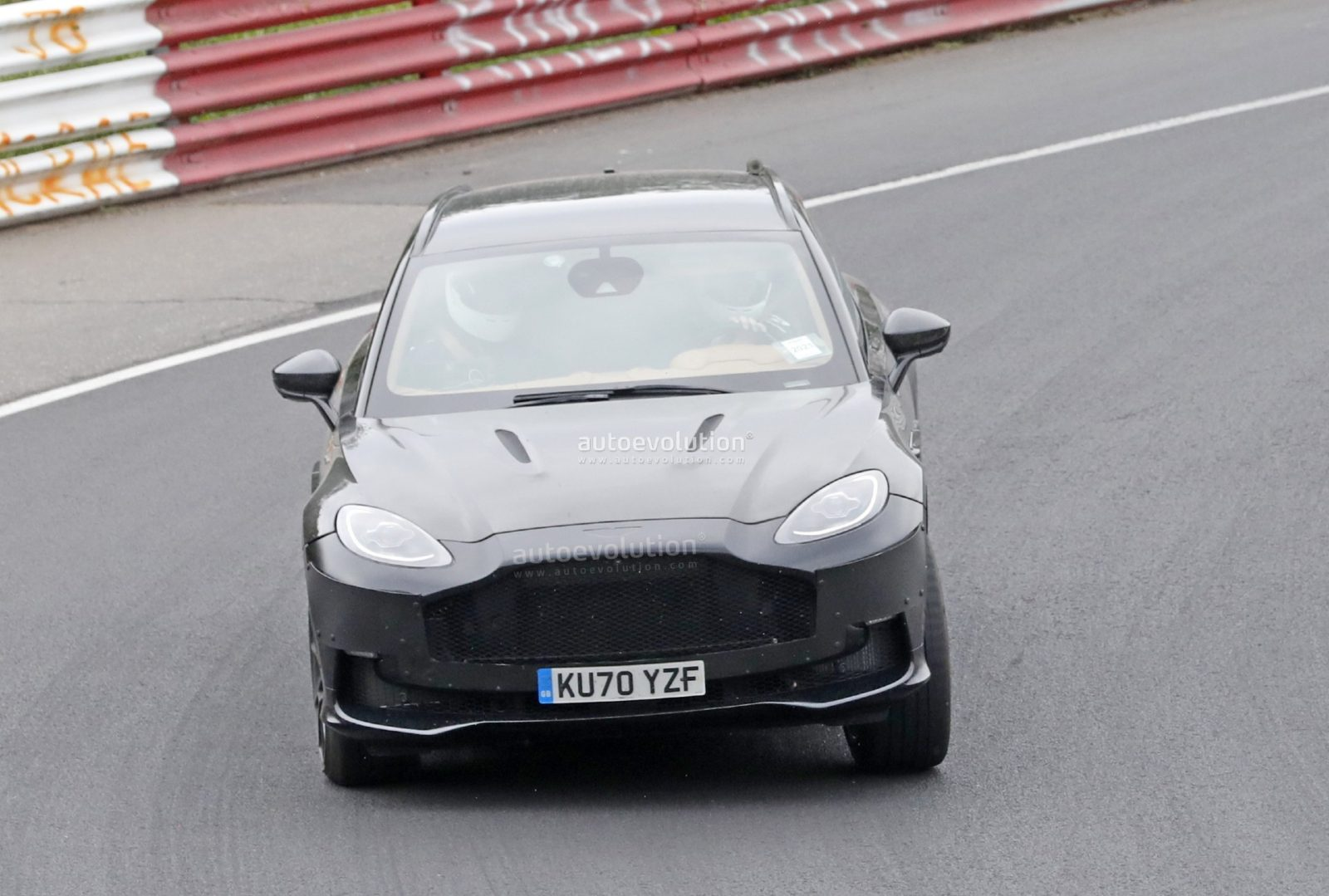 aston-martin-dbx-facelift-spied-for-the-first-time