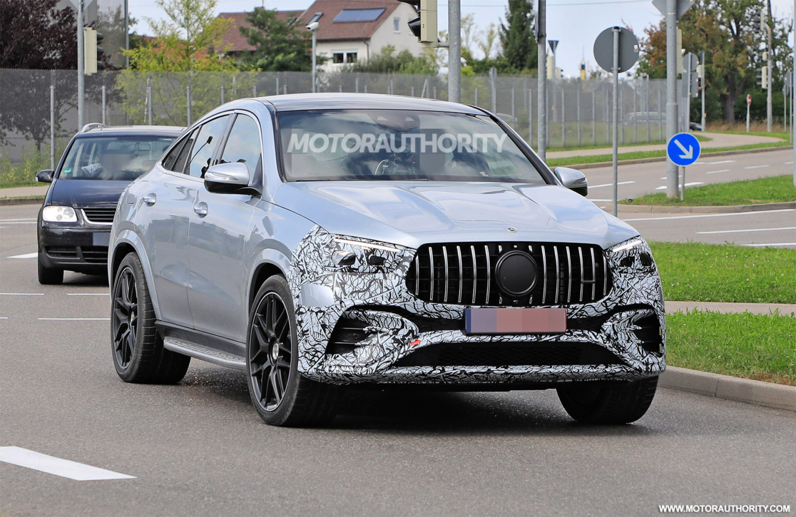 2023-mercedes-benz-amg-gle53-coupe-spy-shots:-minor-update-on-the-way