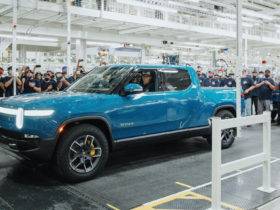 first-production-rivian-r1t-silently-rolls-off-assembly-line,-customer-deliveries-imminent