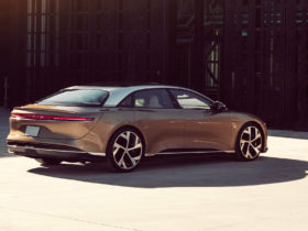lucid-air-outlasts-tesla-with-520-mile-electric-range