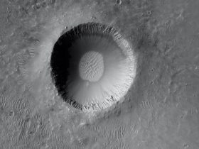 fresh-mars-impact-crater-looks-like-an-imperfect,-empty-bowl-of-soup
