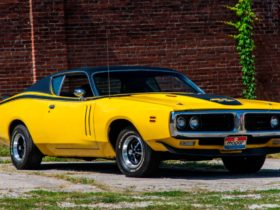 440ci-banana-1971-dodge-charger-r/t-with-factory-sunroof-was-made-to-enjoy-summer