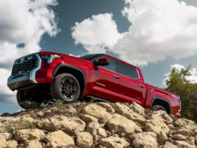 2022-toyota-tundra-debuts,-porsche-macan-gts-tested,-300-mile-evs-listed:-what's-new-@-the-car-connection