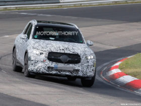 2023-mercedes-benz-glc-class-spy-shots:-popular-crossover-coming-in-for-redesign