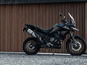 no-time-to-die-triumph-tiger-900-rally-pro-hits-the-roads-as-tiger-900-bond-edition
