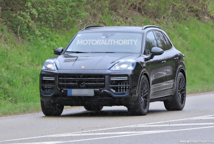 2023-porsche-cayenne-spy-shots-and-video:-major-update-pegged-for-performance-crossover