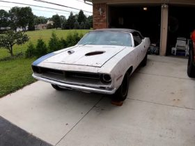 1970-plymouth-barracuda-sees-daylight-after-40-years,-still-has-numbers-matching-v8