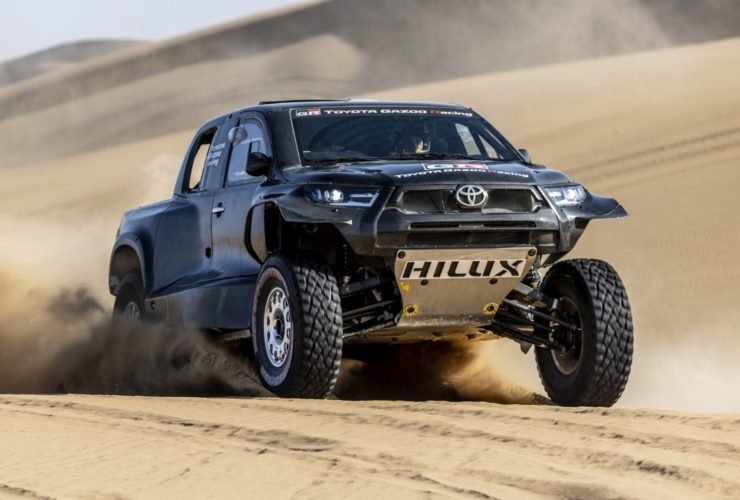 toyota-hilux-twin-turbo-v6-petrol-comes-to-life,-with-a-twist