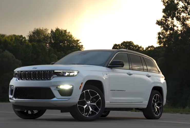 first-look-at-2022-jeep-grand-cherokee-two-row,-4xe-plug-in-hybrid,-debuts-sept.-29