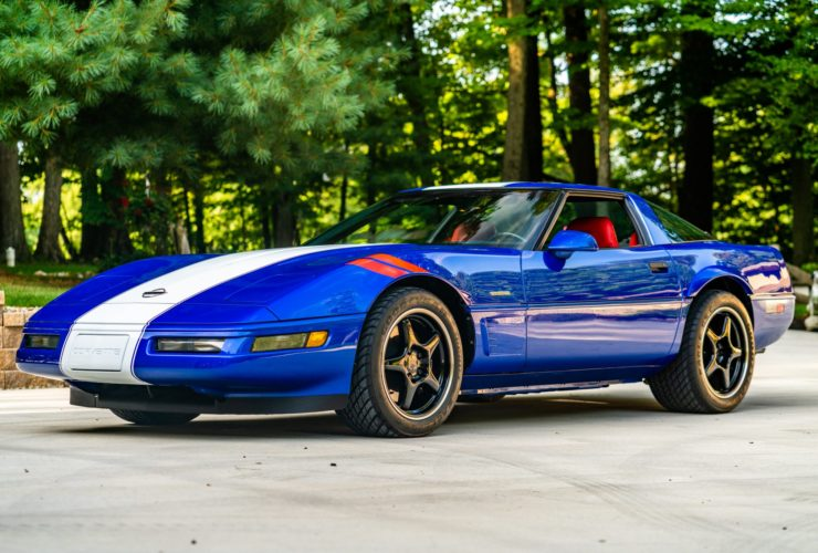 like-new-1996-corvette-grand-sport-patriotically-shines-in-red,-white,-and-blue