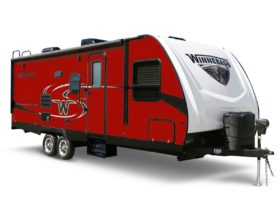 winnebago-minnie-travel-trailer-grants-freedom-to-live-off-grid-life-for-pennies