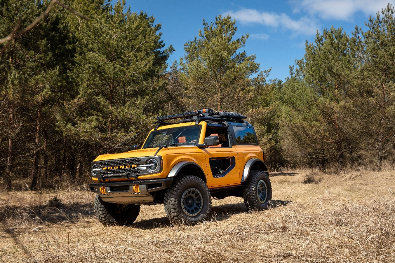 jeep-head-throws-shade-at-ford-for-the-bronco's-roof-problems