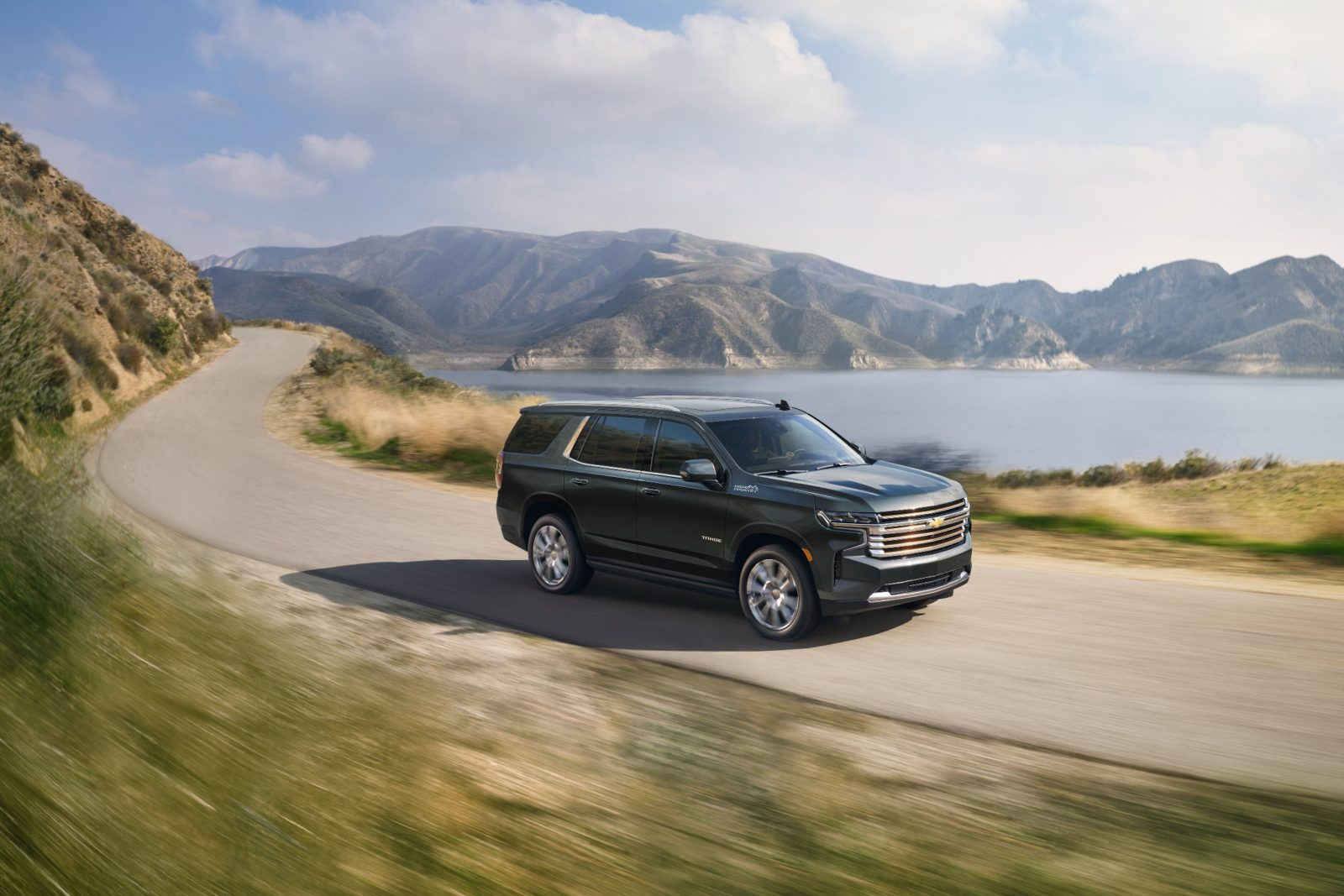 2022-chevrolet-tahoe-and-suburban-receive-more-features