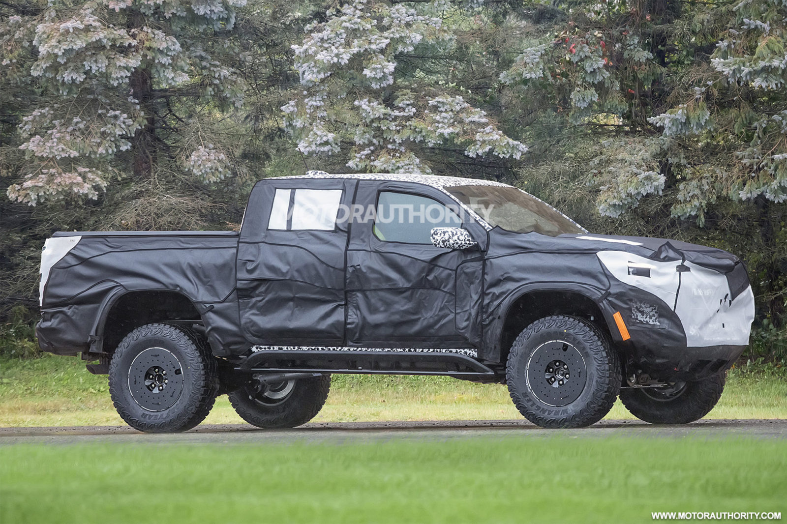 2023-chevrolet-colorado-zr2-spy-shots:-new-generation-of-mid-size-off-road-truck-spotted