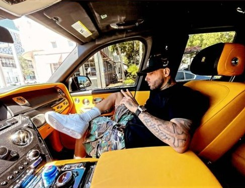 nicky-jam-flaunts-the-interior-of-his-rolls-royce-cullinan