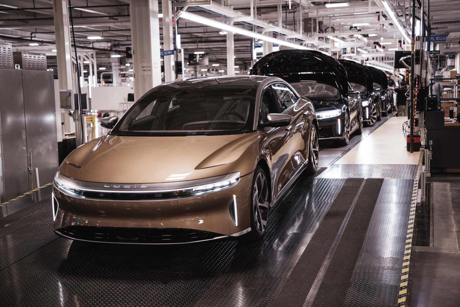 first-production-lucid-air-rolls-off-assembly-line,-customer-deliveries-begin-in-october
