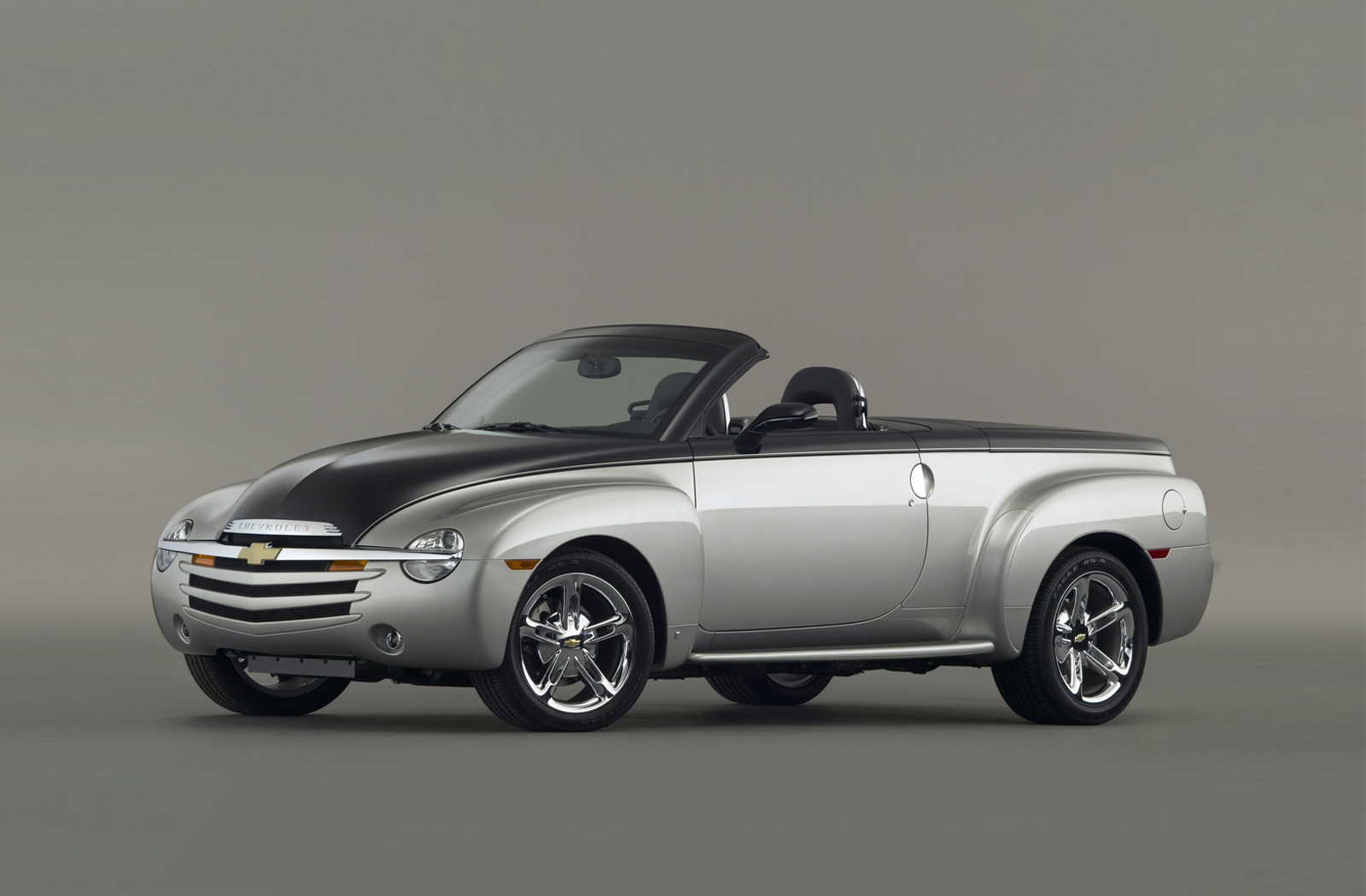 hate-it-or-love-it,-the-chevy-ssr-is-one-of-the-coolest-pickup-trucks-of-all-time