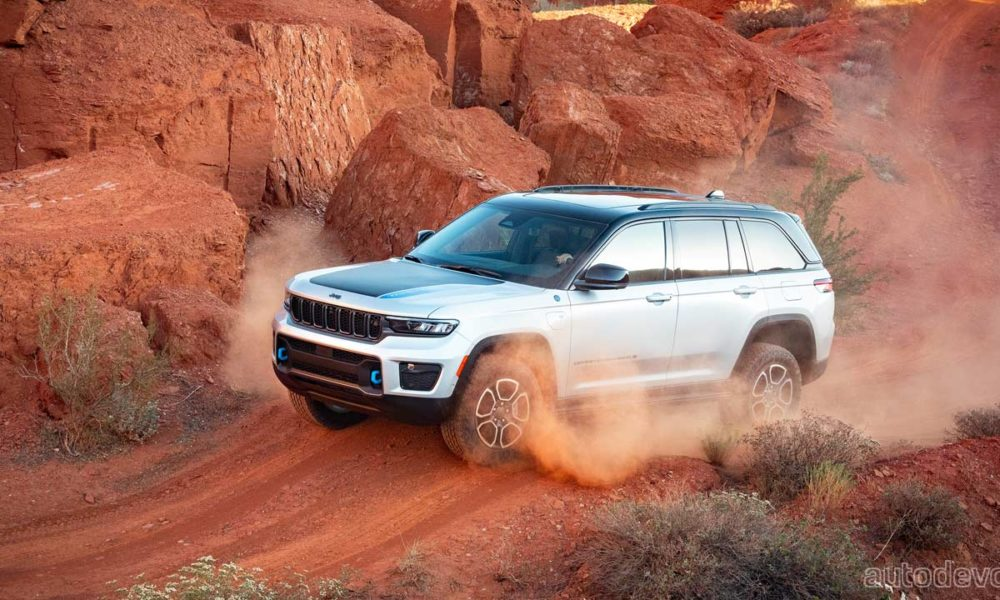 2022-jeep-grand-cherokee-debuts-with-the-first-ever-4xe