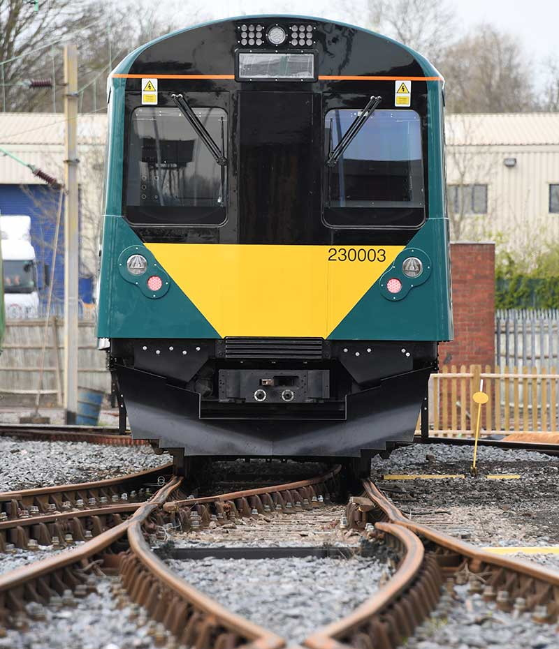 uk-premieres-next-gen-80-mile-range-battery-train-that-can-be-charged-in-ten-minutes