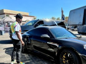 """kevin-hart-calls-himself-a-""""car-lover""""-as-he-poses-with-new-porsche-911-turbo-s"""